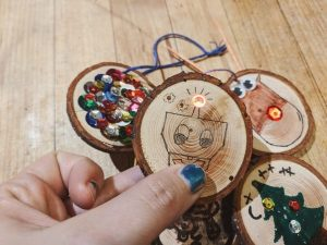 kids science activity holiday hangers and circuits