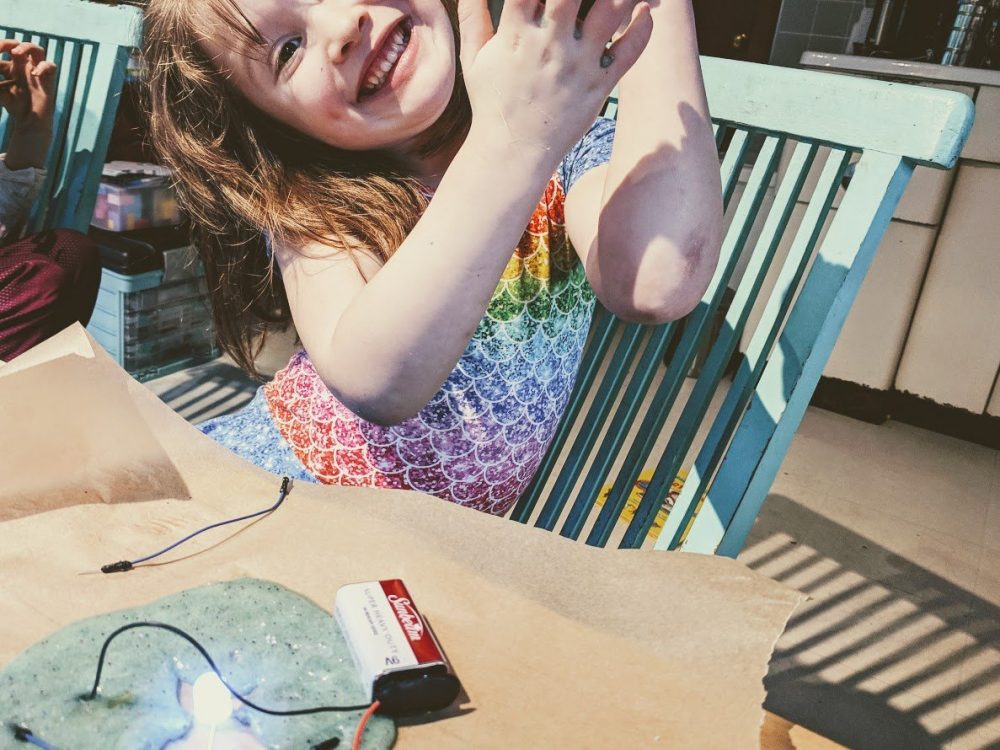 diy conductive slime to light an LED electric slime