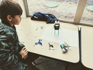 drawing robot motor and battery