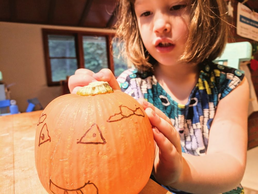 fall crafts for preschoolers and kdis using pumpkins